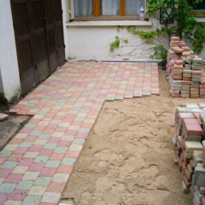 Pose de terrasses en pavés multicolores
